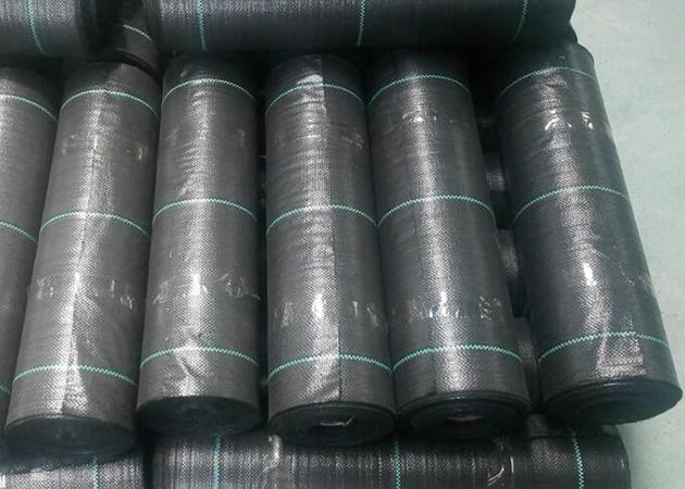 Durable Geosynthetic Fabric Flat Yarn PP Woven Geotextile For Prevent Grass Grow